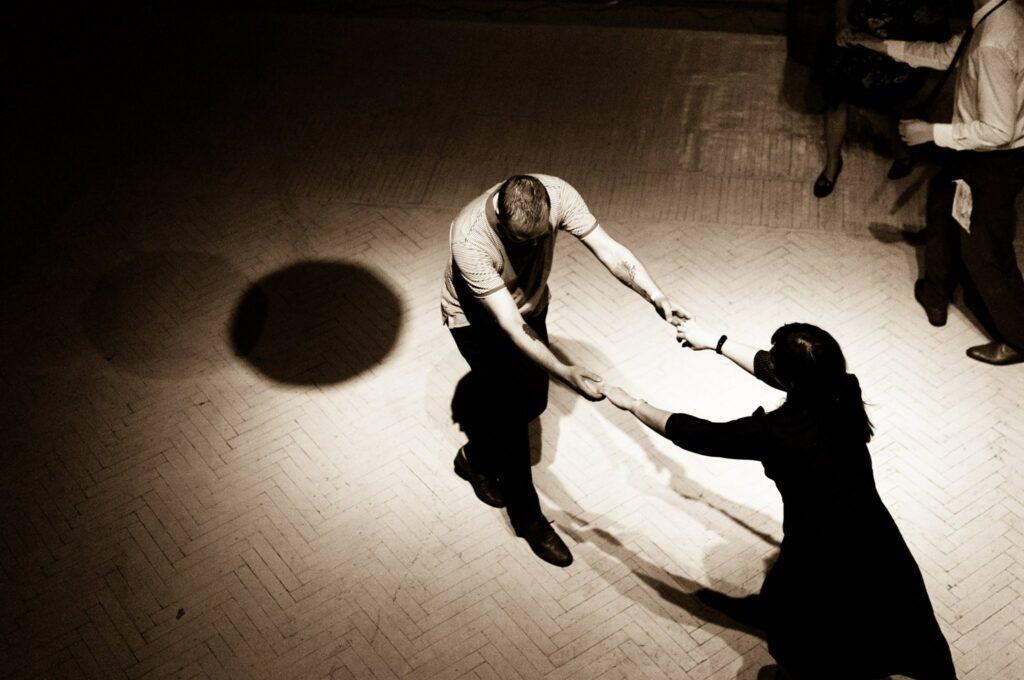 Танцоры на линди-хоп вечеринке в Днепре
