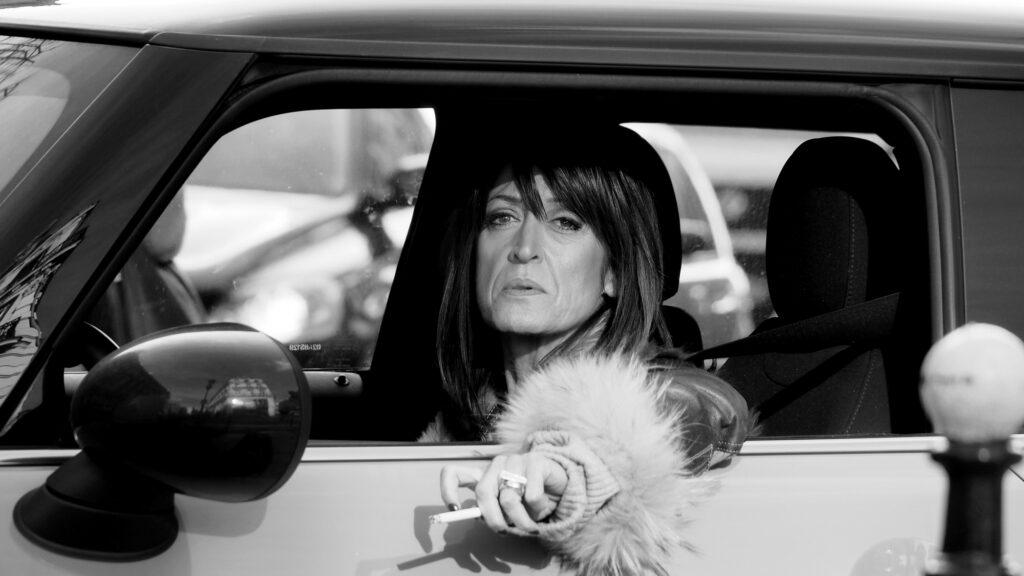 Фото женщины в авто. Фотограф Даша Орлянская.