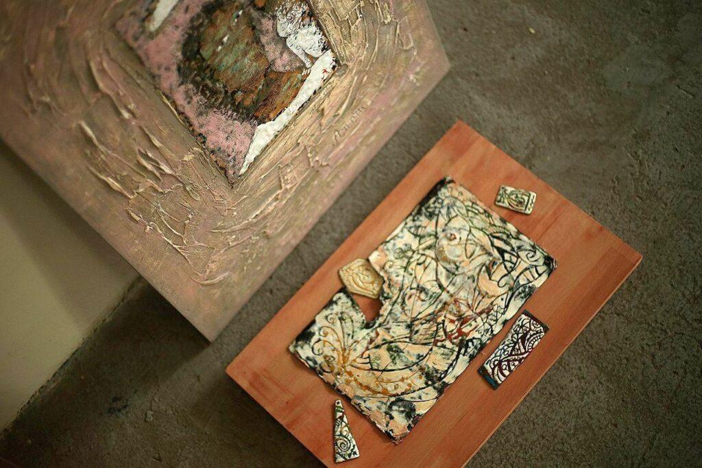 У Музеї українського живопису відкрилася виставка гарячої емалі - 2 зображення