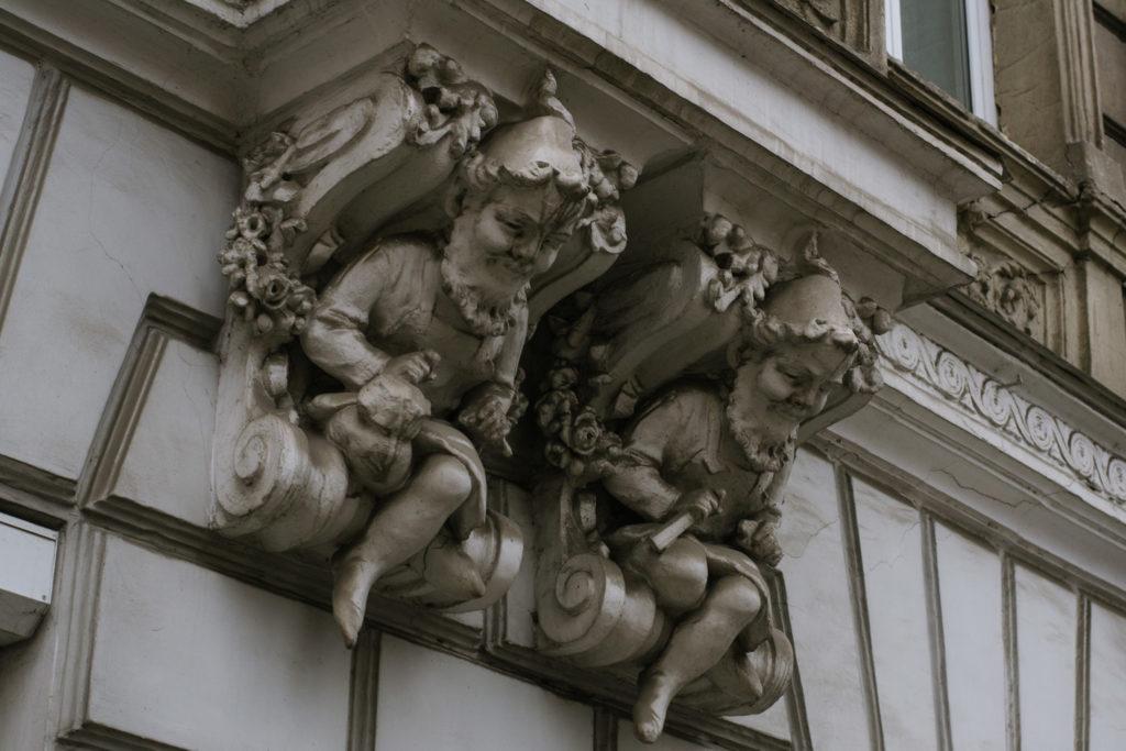 Будинки-тягарі - 11 зображення