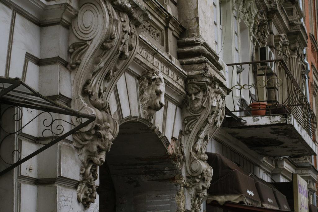 Будинки-тягарі - 10 зображення