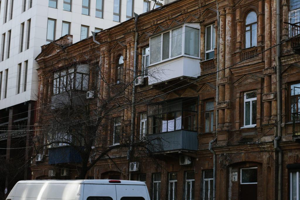 Будинки-тягарі - 5 зображення