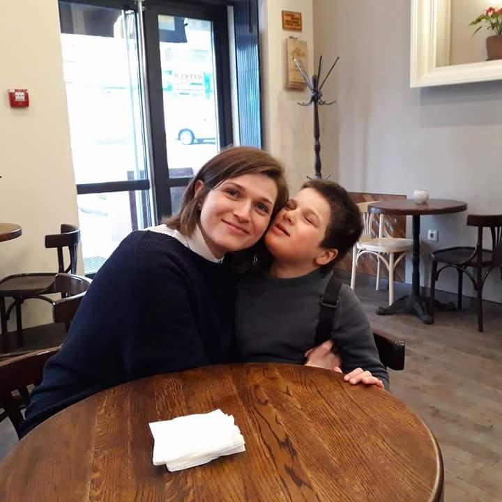 Таня со своим сыном Филом.