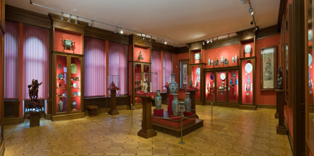 """""""Зала Китаю"""" в Музеї Ханенків. Завдяки онлайн-прогулянкам експонати можна роздивитись онлайн."""