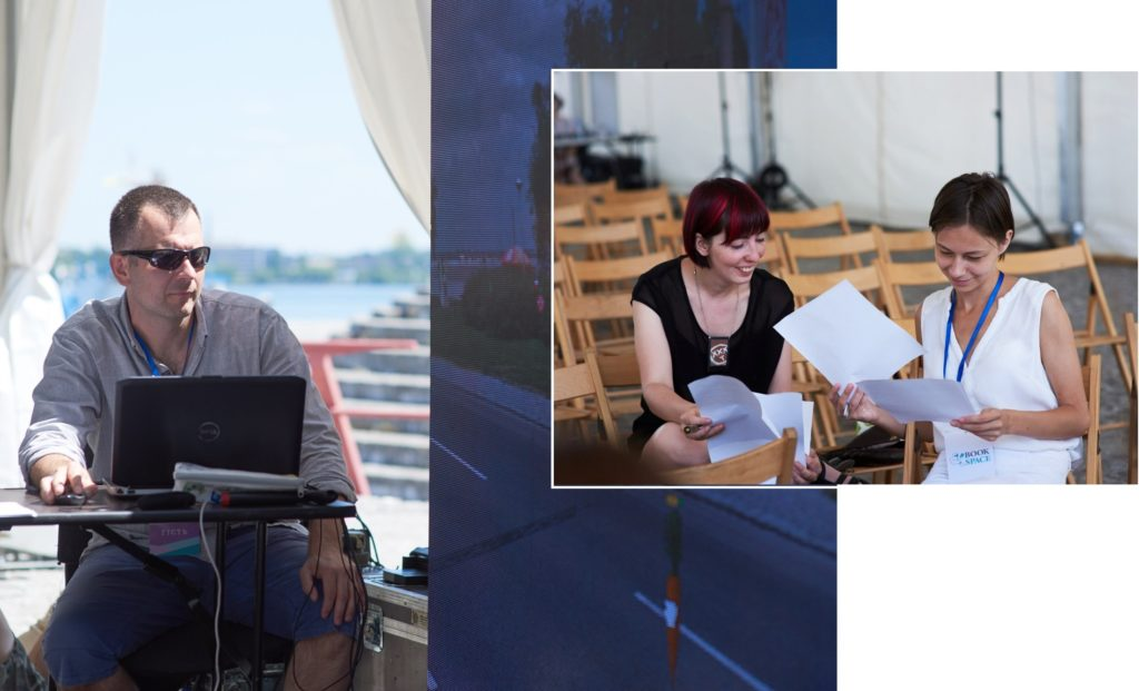 На фото зліва Марчин Скрабка показує презентацію. На фото справа дівчата обговорюють свої записи з воркшопу.
