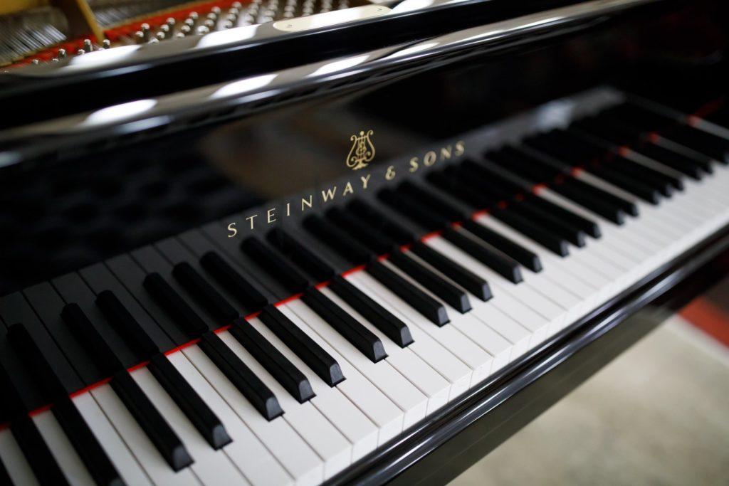 Рояль Stainway, подаренный филармонии