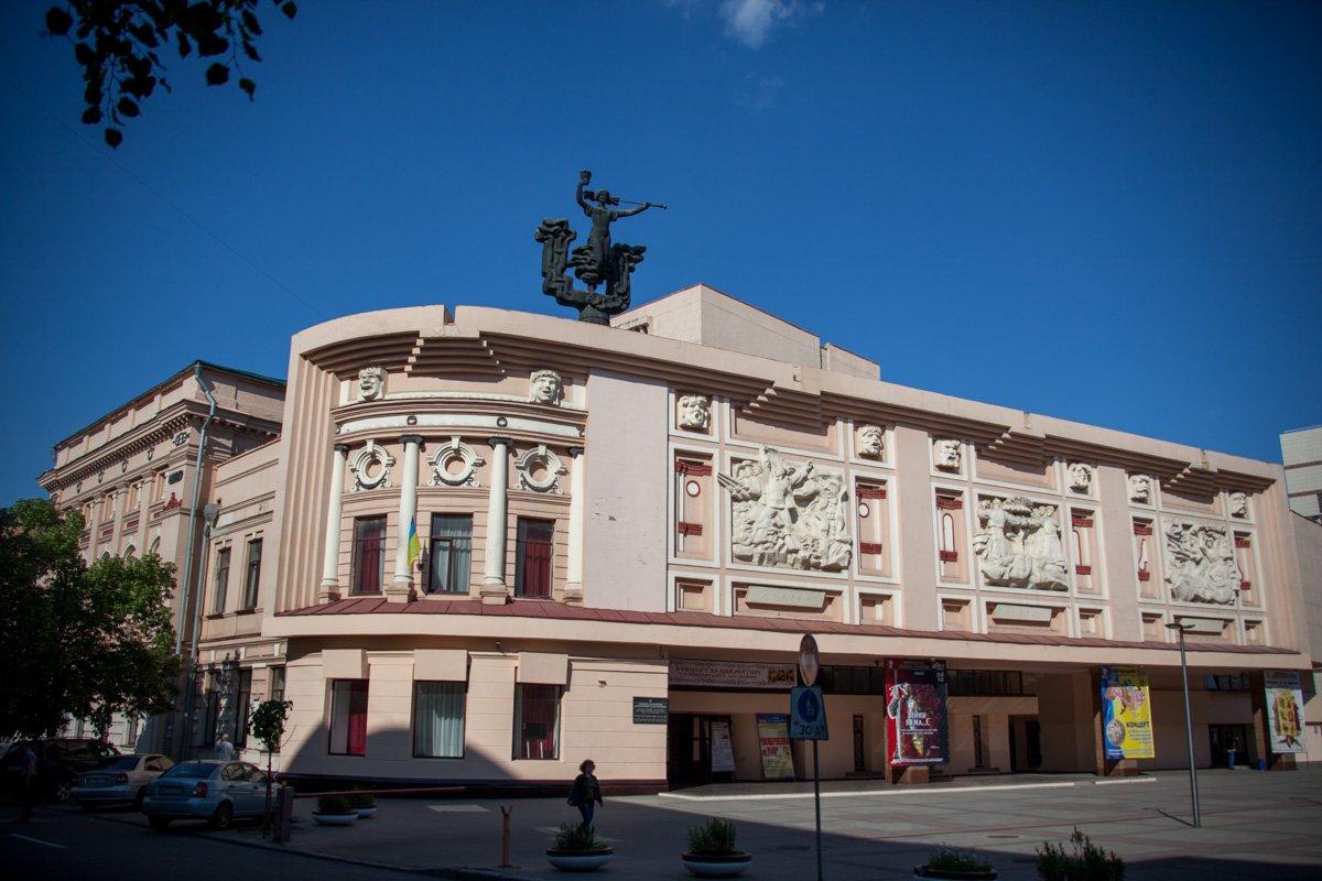 Вистави дніпровських театрів можна подивитися онлайн