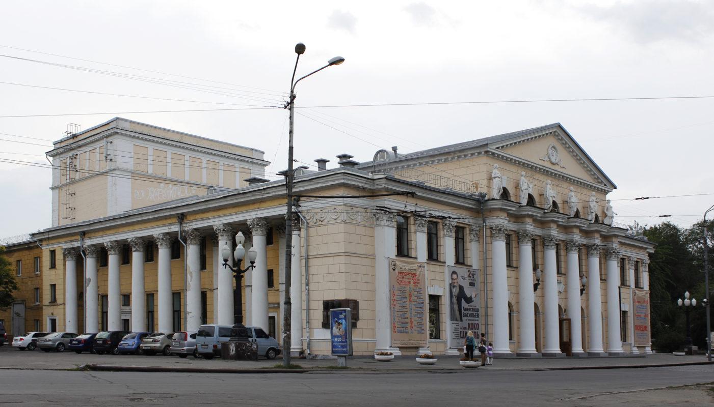 Театри Дніпра викладають свої вистави в загальний доступ