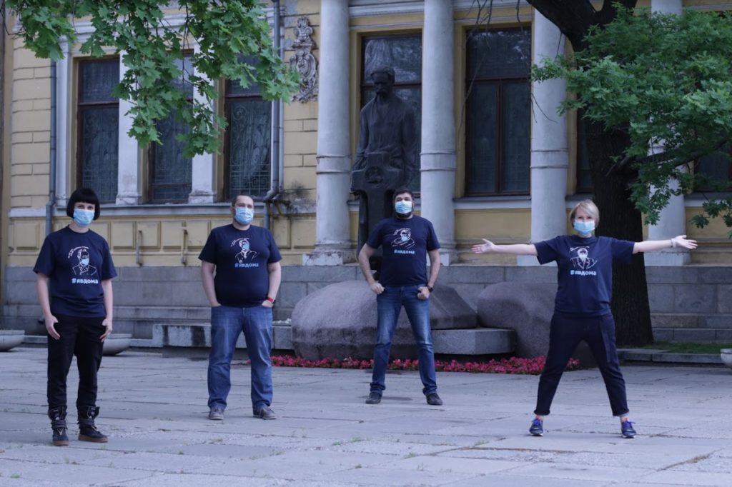 Творчі люди Дніпра у брендових футболках історичного музею