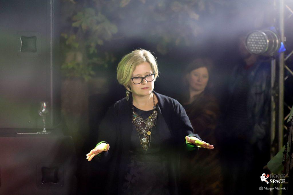 Артдиректорка фестивалю Book Space Вікторія Наріжна читає свої вірші