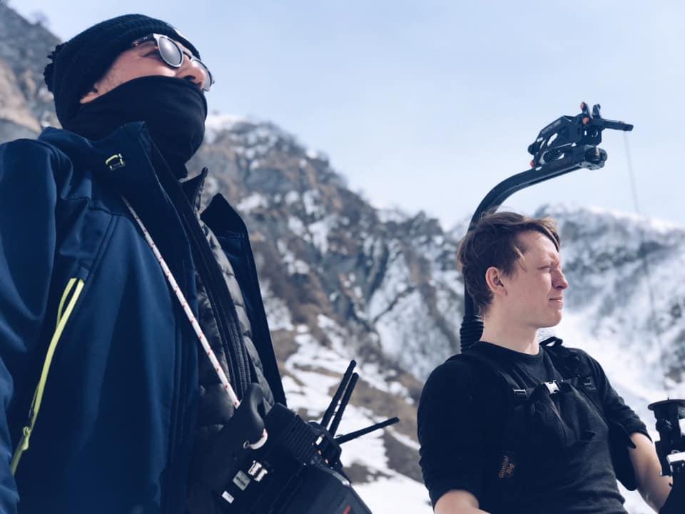 """Стас Капралов керує дроном під час зйомок фільму """"Let it Snow"""" (""""Пік страху"""") у Грузії"""