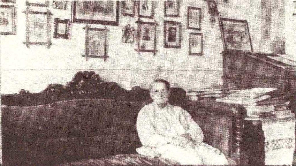 Яворницький у власному кабінеті. Ахрів історичного музею