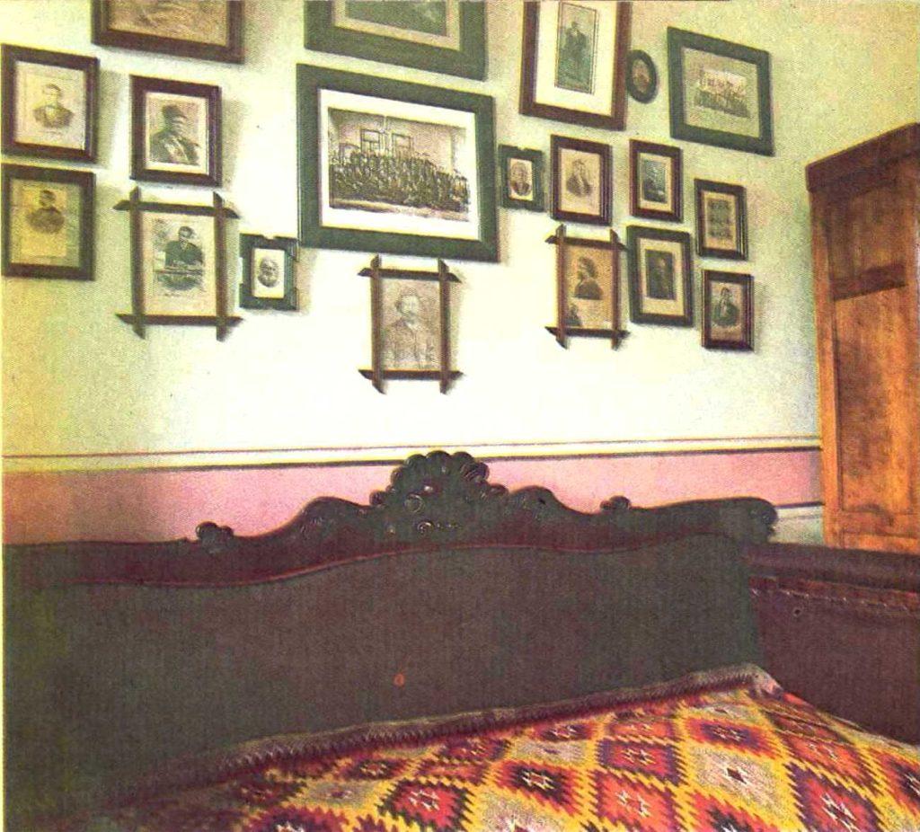 Кабінет і ліжко Дмитра Яворницького. Архів історичного музею