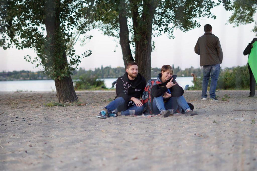 Глядачі за парканом на БеZVIZ Pre-party 1.5