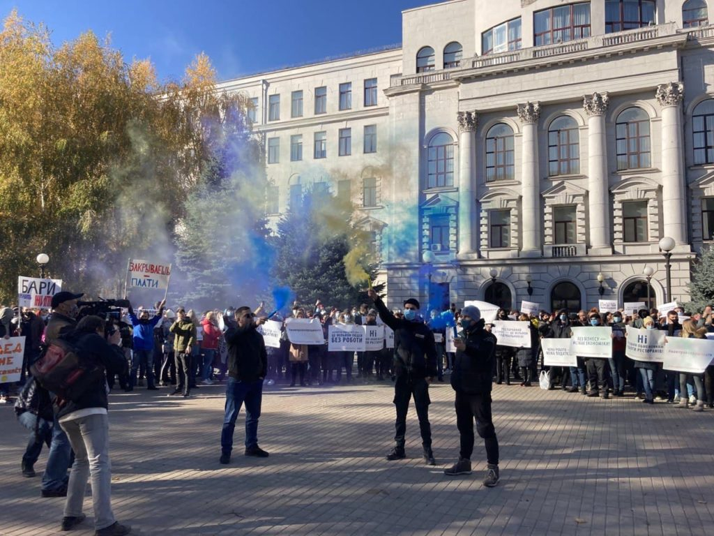 """""""Хочешь помочь – не мешай"""": Рестораторы митингуют против карантина выходного дня - 10 зображення"""