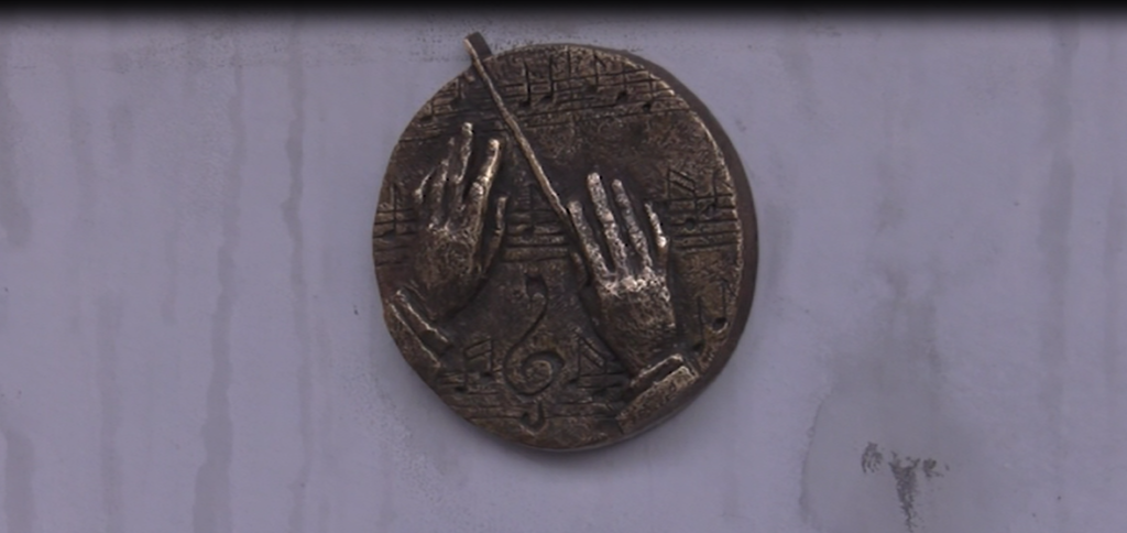 Третя мініскульптура з'явилась на набережній міста - 1 зображення