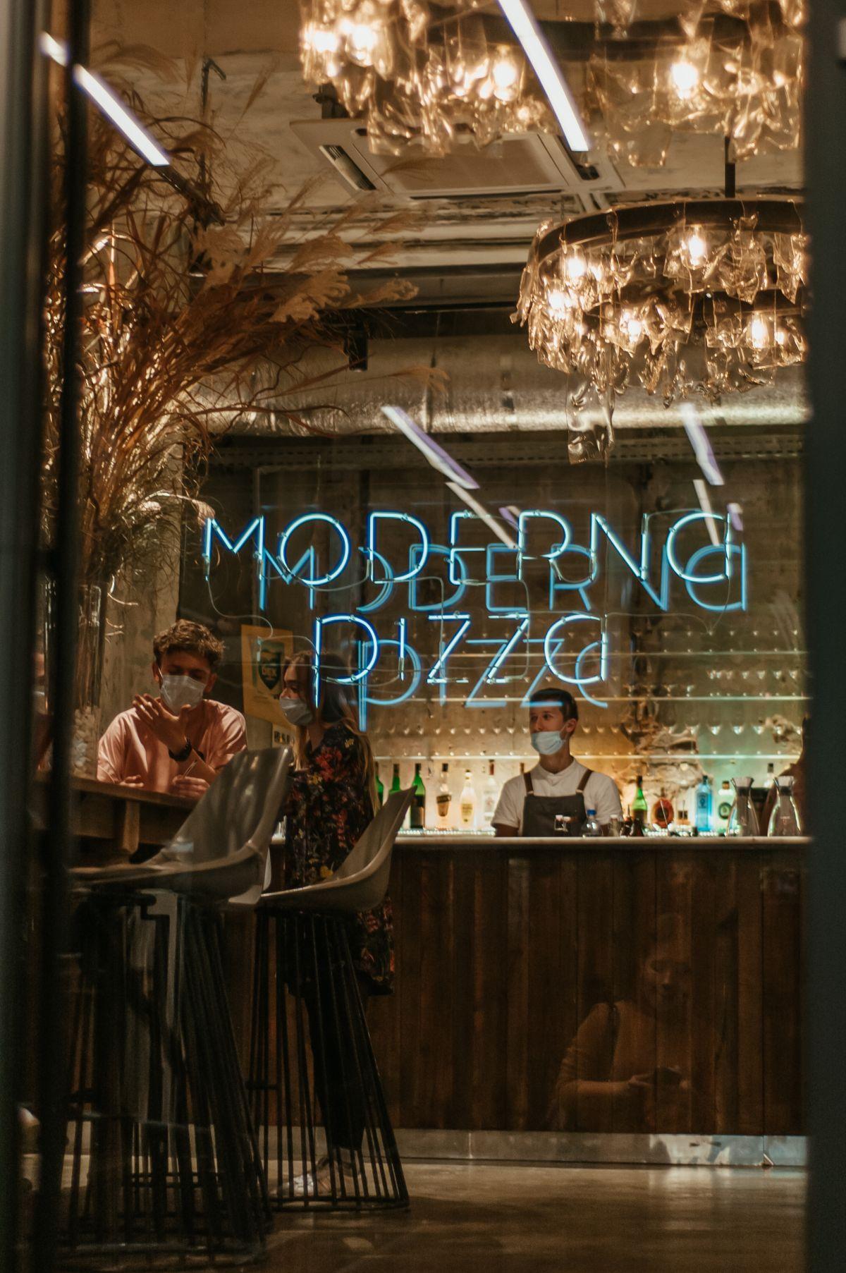 """Як Moderna Pizza у Дніпрі залучила римського шефа і стала піцерією рівня """"Мишей"""""""