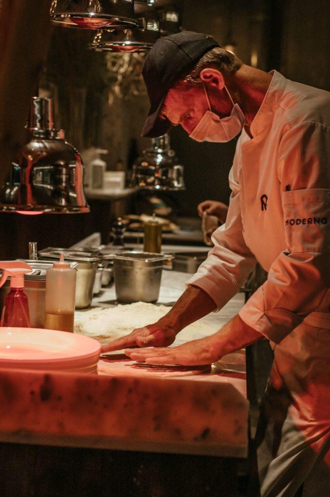 """Як Moderna Pizza у Дніпрі залучила римського шефа і стала піцерією рівня """"Мишей"""" - 4 зображення"""