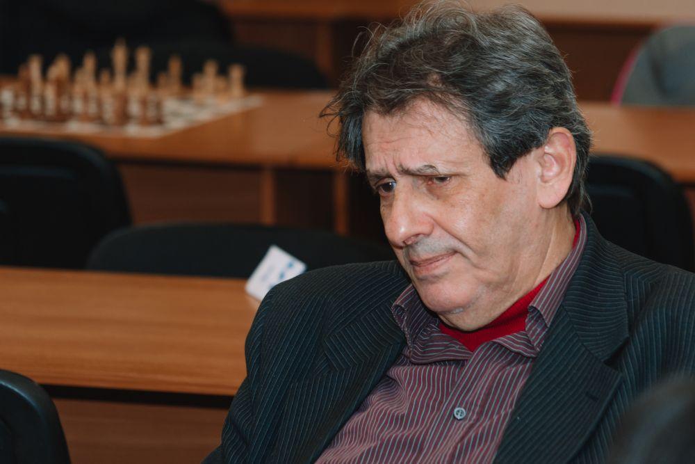 Євген Чернов - тренер у дніпровському шахово-шашковому клубі.