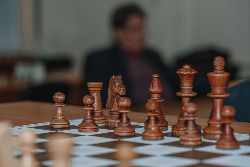 Шахи на дошці.
