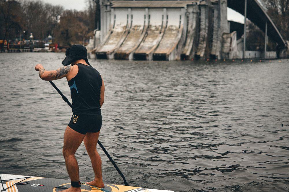 На озері в парку Глоби дніпряни каталися на сапах - 4 зображення