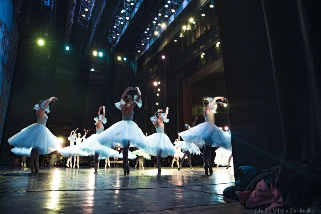 За лаштунками оперного театру - 9 зображення