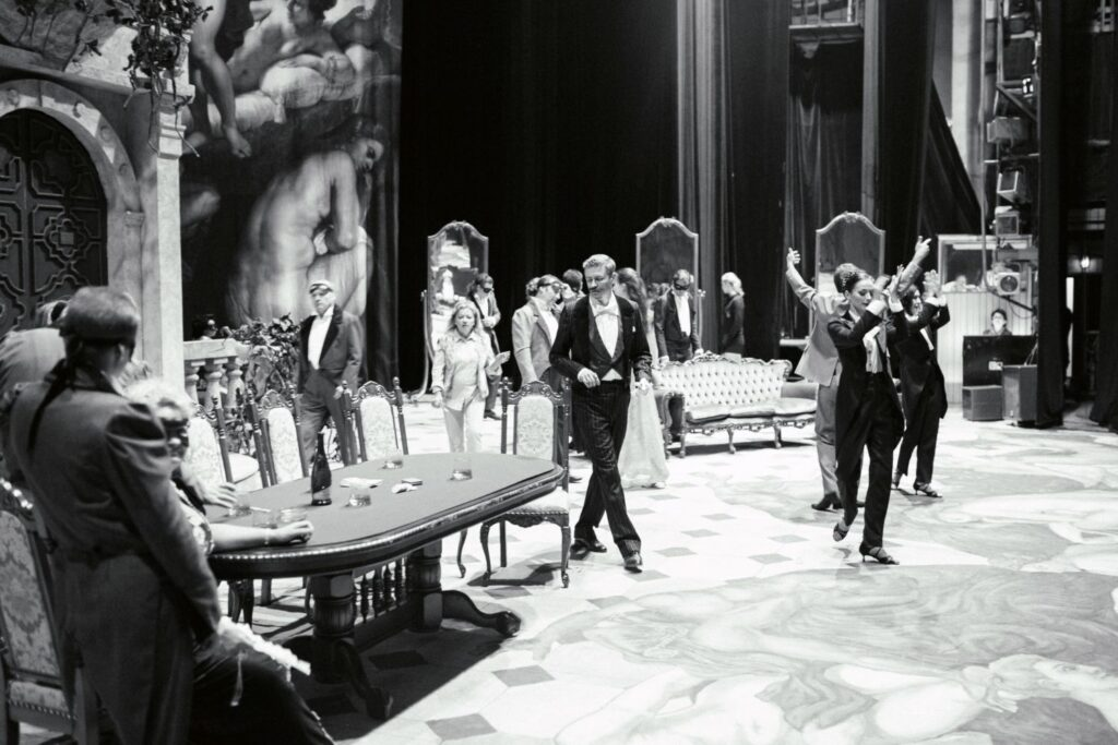 За лаштунками оперного театру - 23 зображення
