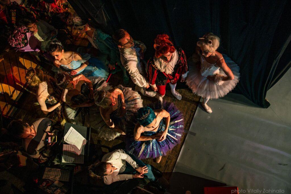 За лаштунками оперного театру - 24 зображення