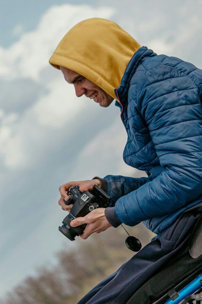 З об'єктивом на візку: історія фотографа з інвалідністю - 1 зображення