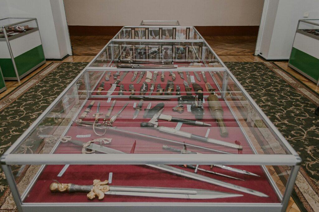 Пример человеческой глупости: музей контрабанды - 8 зображення