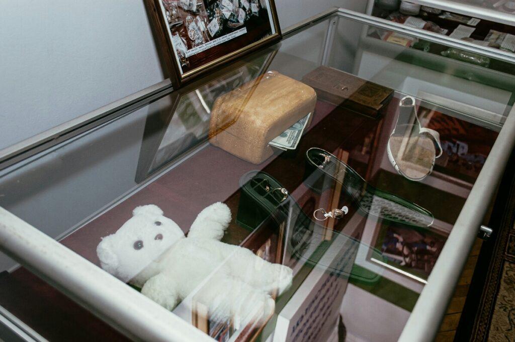 Пример человеческой глупости: музей контрабанды - 11 зображення