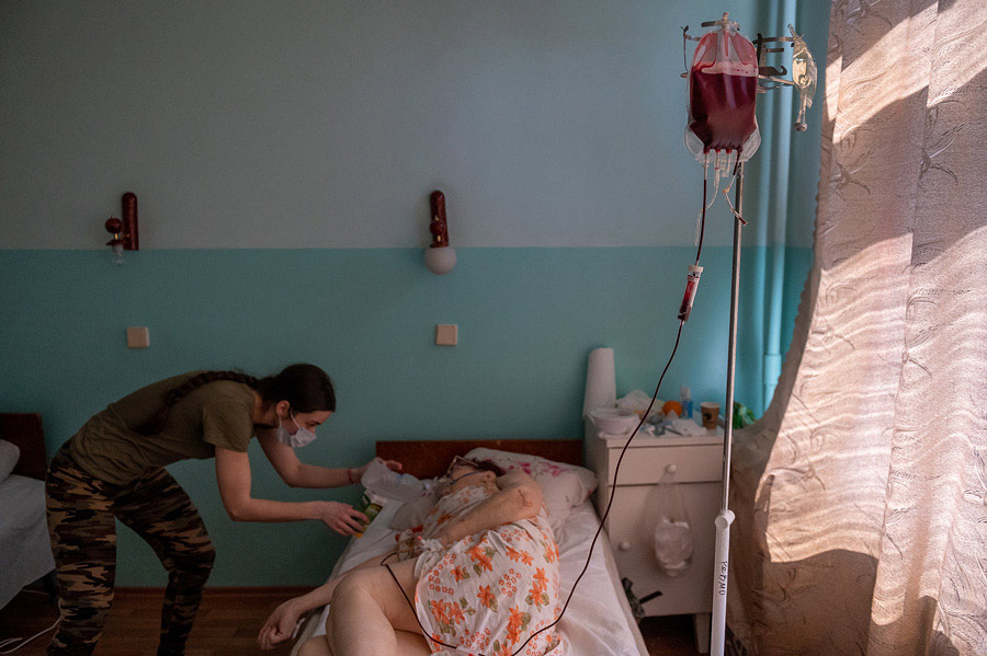 Грати в шахи, не бачачи шахів: репортаж і фільм про коронавірус у Дніпрі - 9 зображення
