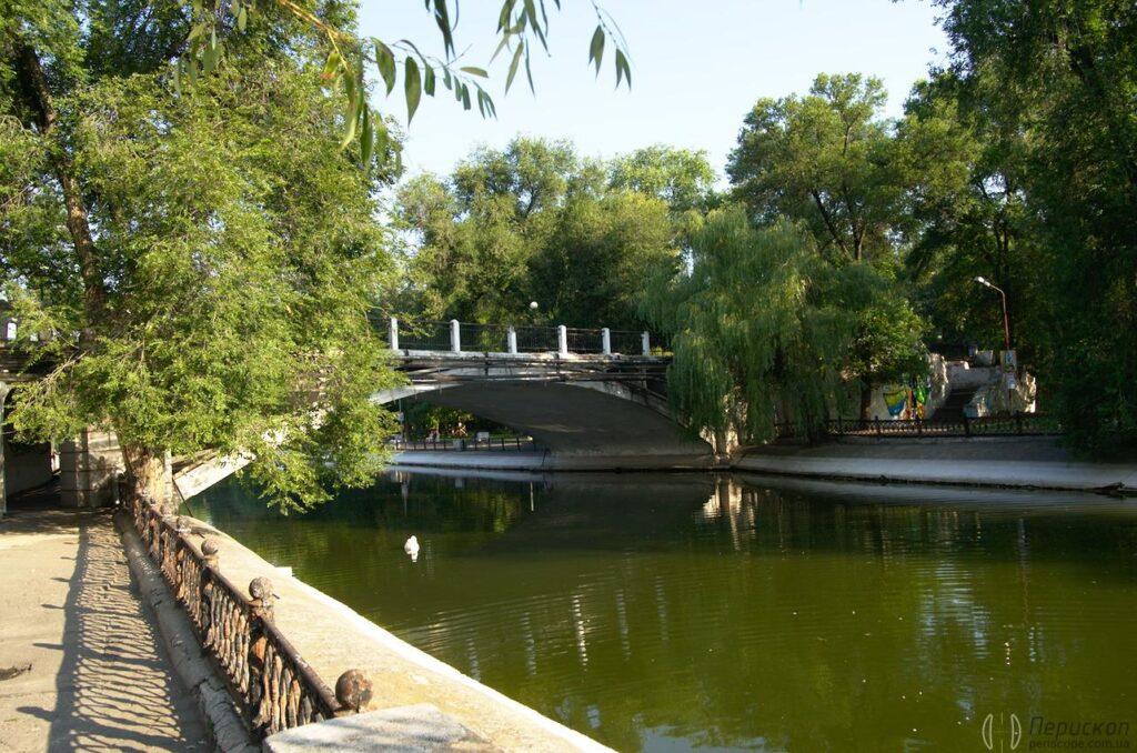 Оновлення парків Дніпра: у Глоби відремонтують арочний міст - 1 зображення