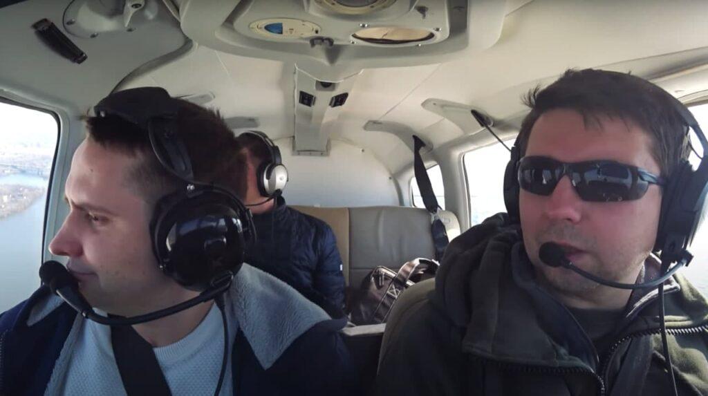 Секретарь горсовета пилотирует самолёт. Вот его история - 1 зображення