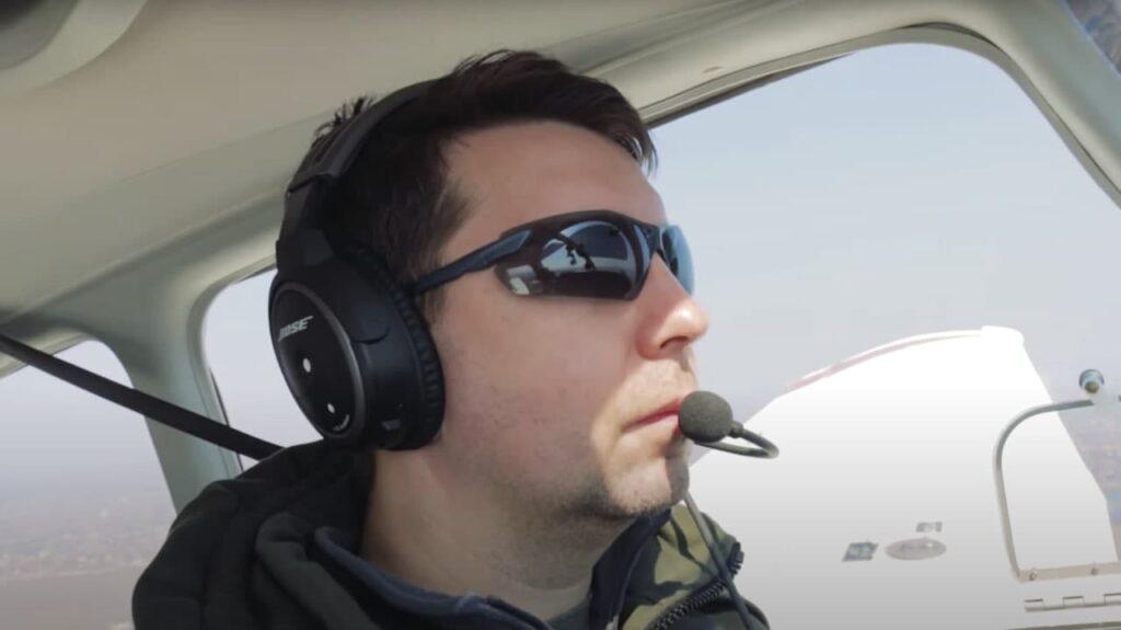 Секретарь горсовета пилотирует самолёт. Вот его история - 5 зображення