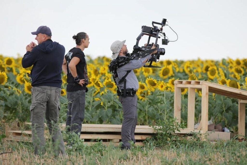 Зйомки фільму Носоріг в соняшниковому полі