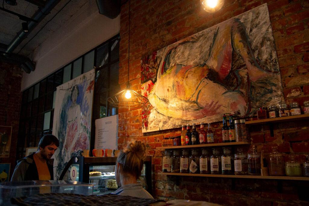Мистецтво в справі: які дніпровські магазини та кафе поставили на українських художників - 6 зображення